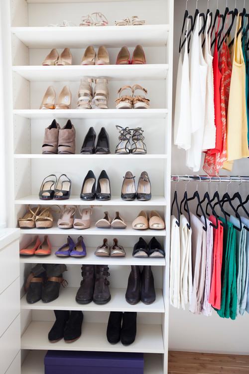 Используйте книжный шкафчик для хранения вещей