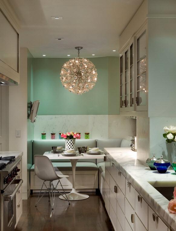 Большие люстры на кухне