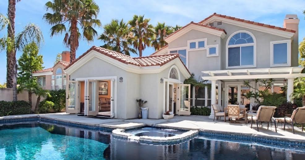 Купить дом за границей у моря недорого в рублях