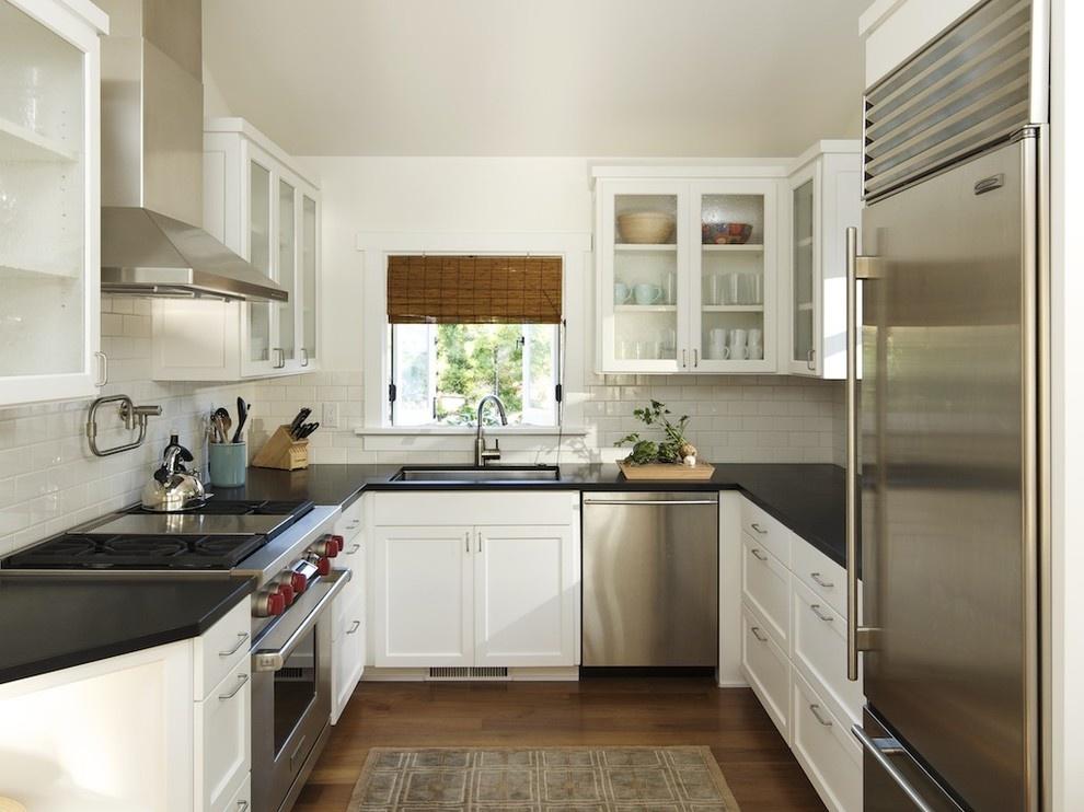 Темные цвета на кухне
