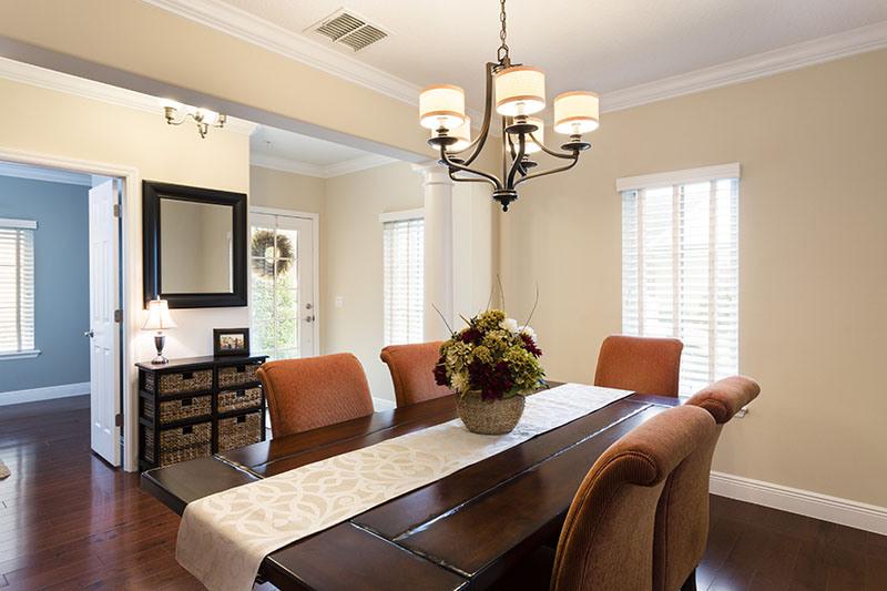 Как продавать дом за 8 дней, обеденный стол