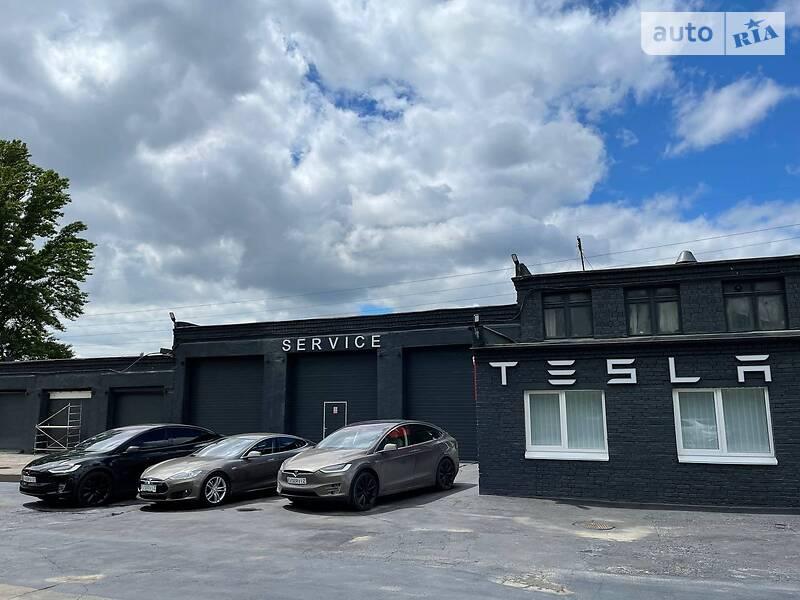 Tesla EV ServiZ