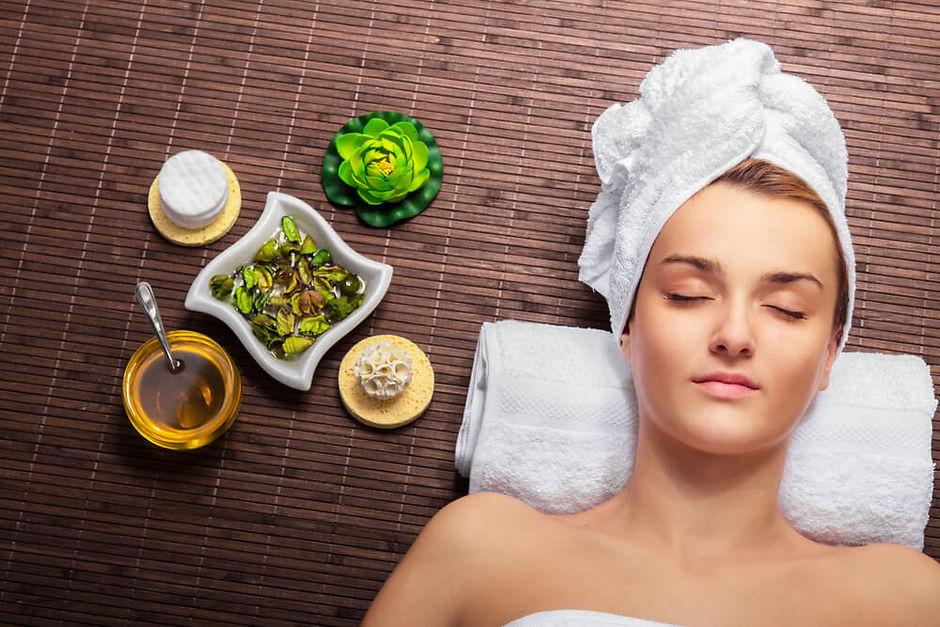Сауна способствует омоложению и очищению кожи