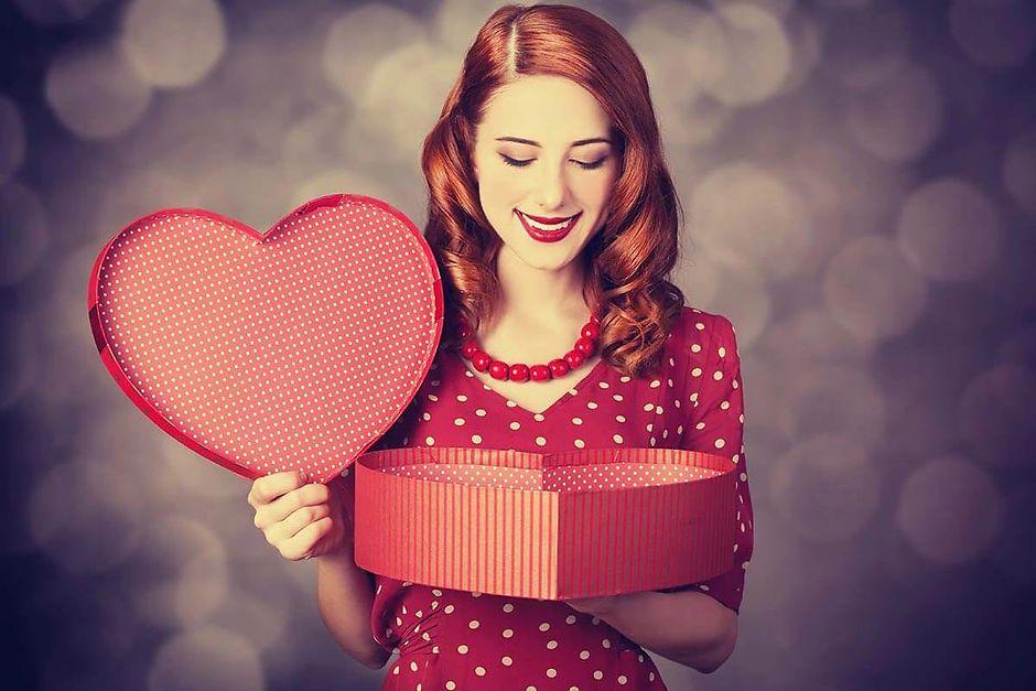 Шпаргалка для мужчин: какой подарок выбрать жене на Новый год
