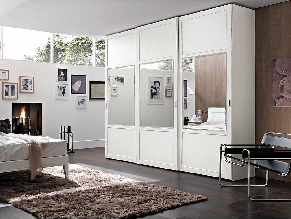 Какой шкаф купить в маленькую квартиру?