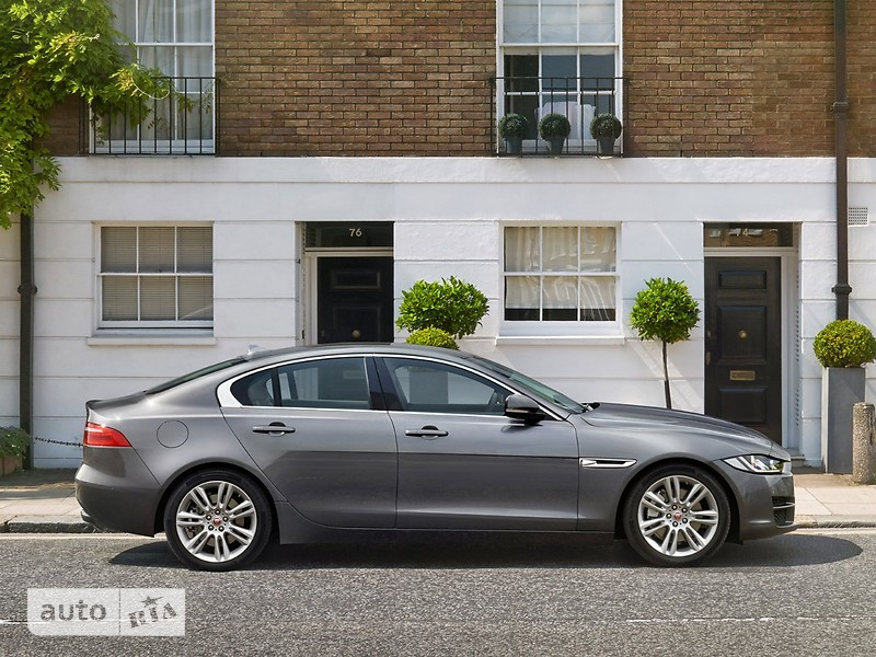 Jaguar XE 2.0 AT (300 л.с.) AWD Portfolio