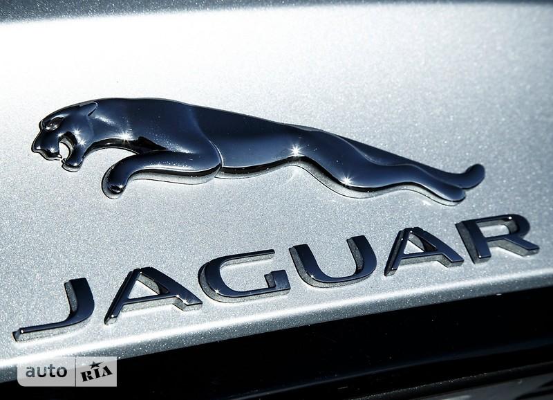 Jaguar XF 2.0 AT (300 л.с.) AWD Portfolio