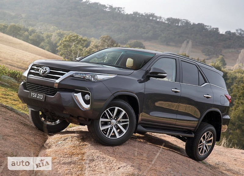 Toyota Fortuner 4.0 AT (240 л.с.) AWD GXR