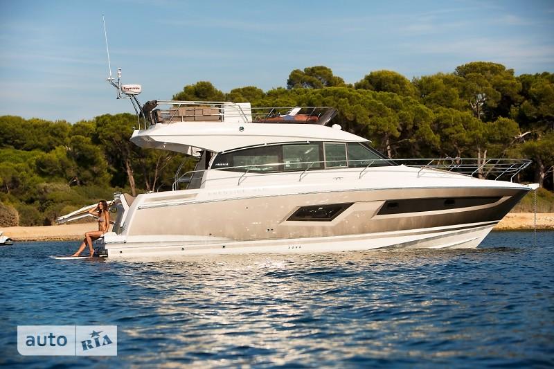 Prestige Yachts Flybridge Line 420