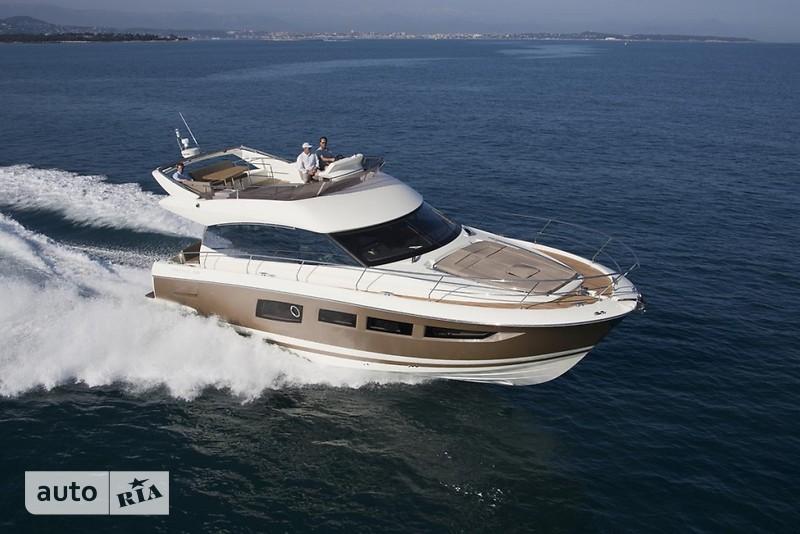 Prestige Yachts Flybridge Line 520