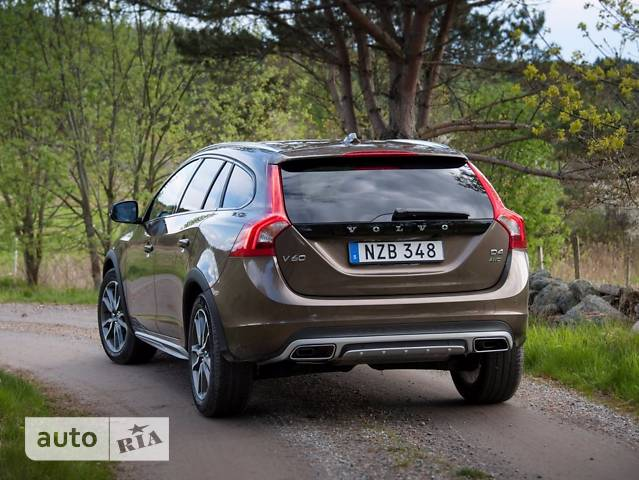 Volvo V60 Cross Country T5 2.0 АT (245 л.с.) AWD Momentum