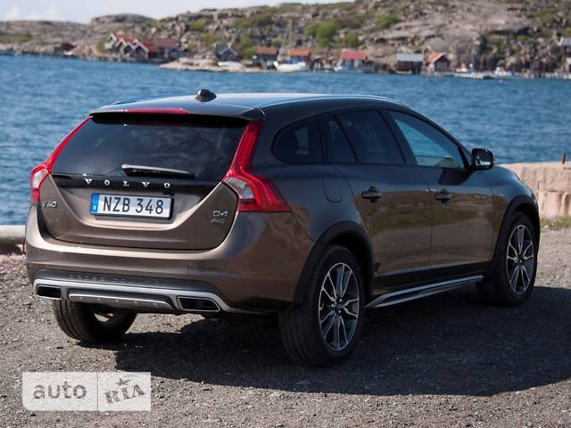 Volvo V60 Cross Country T5 2.0 АT (245 л.с.) Momentum
