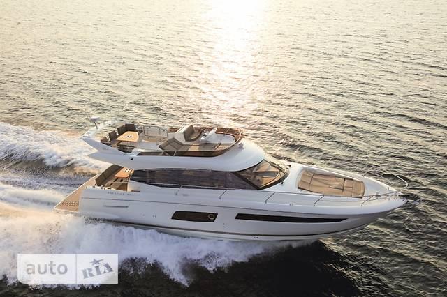 Prestige Yachts Flybridge Line 560