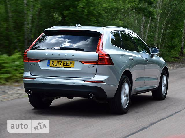 Volvo XC60 T5 2.0 АT (250 л.с.) FWD Momentum