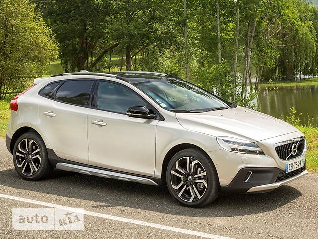 Volvo V40 Cross Country D2 2.0 6AT (120 л.с.) Summum