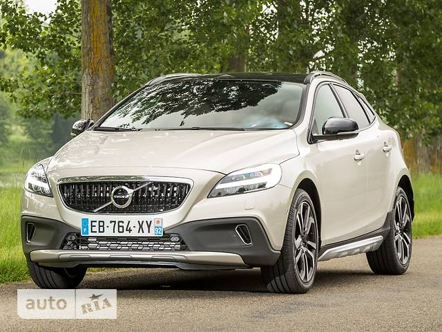 Volvo V40 Cross Country D2 2.0 MT (120 л.с.) Inscription Pro