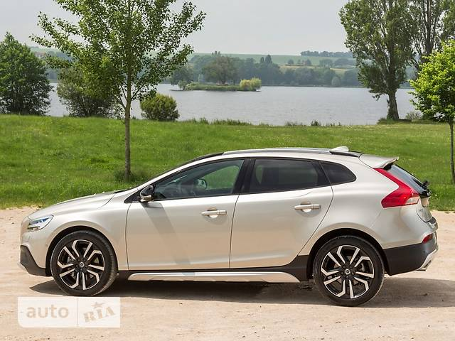 Volvo V40 Cross Country D2 2.0 6AT (120 л.с.) Inscription Plus