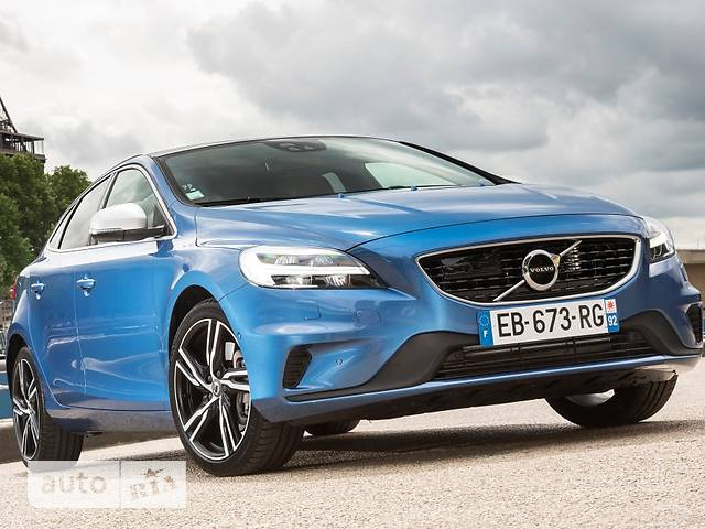 Volvo V40 Cross Country D4 2.0 8AT (190 л.с.) Momentum