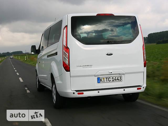 Ford Tourneo Custom 2.2 TDI MT F300 (155 л.с.) L2H1 Titanium