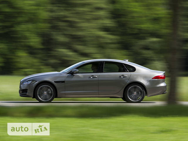 Jaguar XF 2.0D i4 MT (180 л.с.) RWD Pure