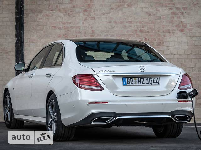 Mercedes-Benz E-Class New E 300d AT (245 л.с.)