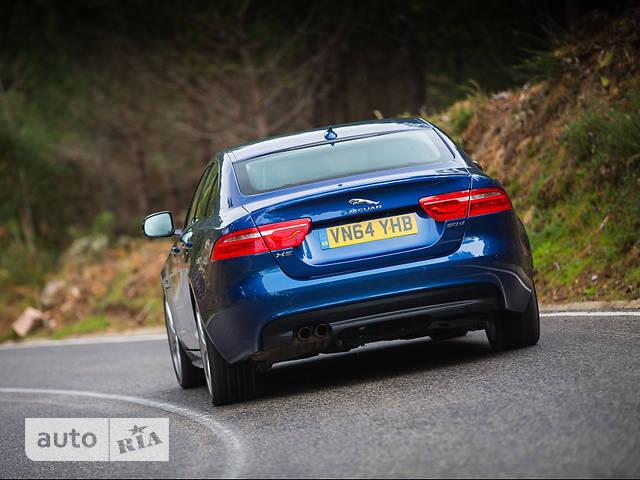 Jaguar XE 2.0 AT (300 л.с.) AWD Prestige