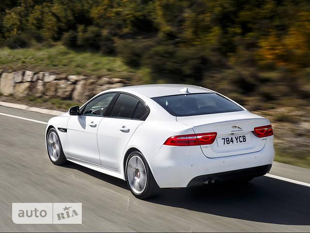Jaguar XE 2.0 AT (250 л.с.) AWD R-Sport