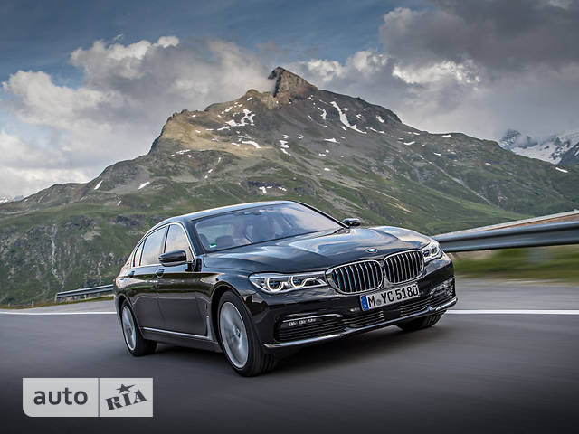 BMW 7 Series G12 740Le AT (326 л.с.) iPerformance base