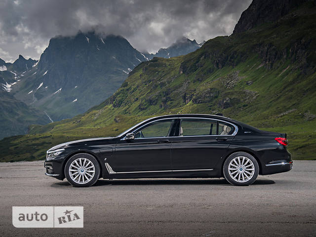 BMW 7 Series G12 740Li AT (326 л.с.) xDrive base