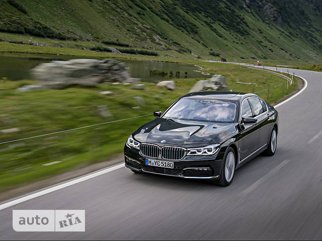 BMW 7 Series G12 740Le AT (326 л.с.) iPerformance xDrive base