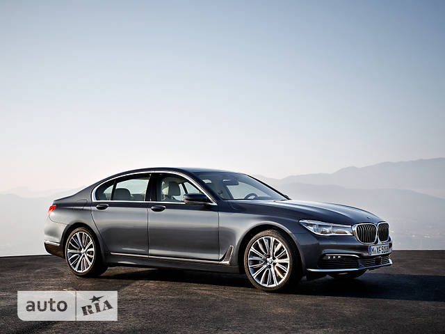 BMW 7 Series G11 750i AT (449 л.с.) base