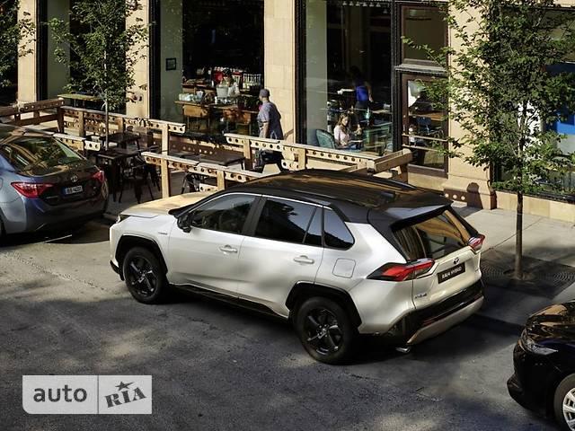 Toyota RAV4 2.5 Hybrid e-CVT (218 л.с.) Lounge