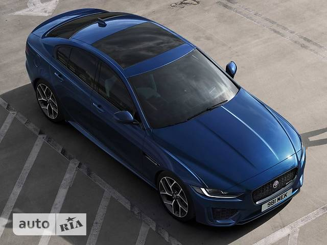 Jaguar XE 2.0 Si4 AT (300 л.с.) AWD HSE
