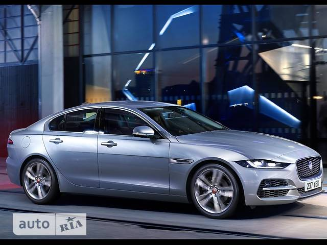 Jaguar XE 2.0D AT (180 л.с.) RWD SE