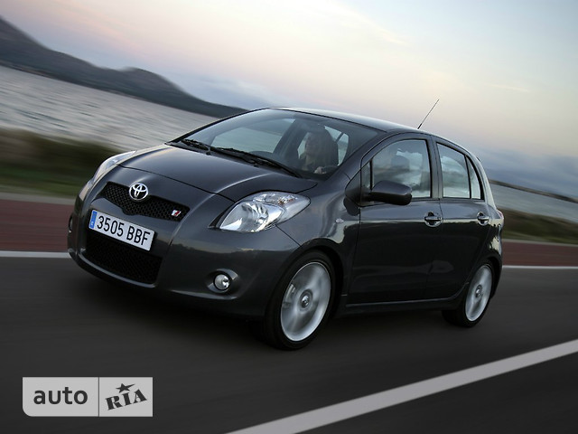Toyota Yaris фото 1