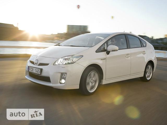 Toyota Prius фото 1