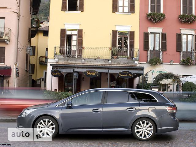 Toyota Avensis Wagon фото 1