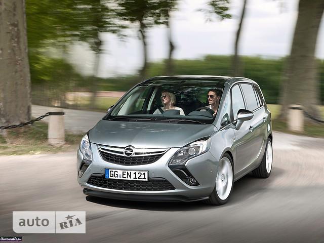 Opel Zafira Tourer фото 1