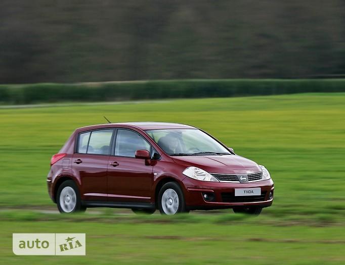 Nissan TIIDA Hatchback 5D фото 1