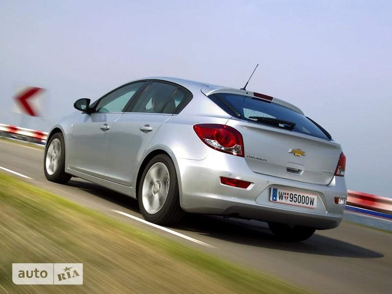 Chevrolet Cruze 5D фото 1