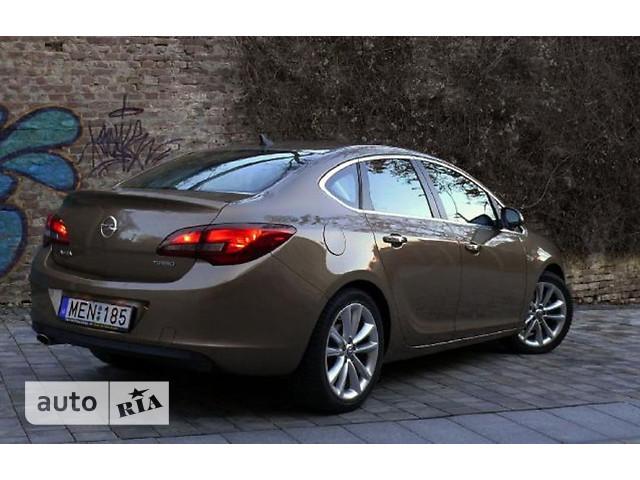 Opel Astra J Sedan фото 1