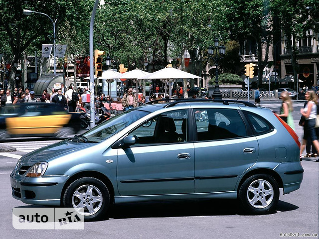 Nissan Almera Tino фото 1