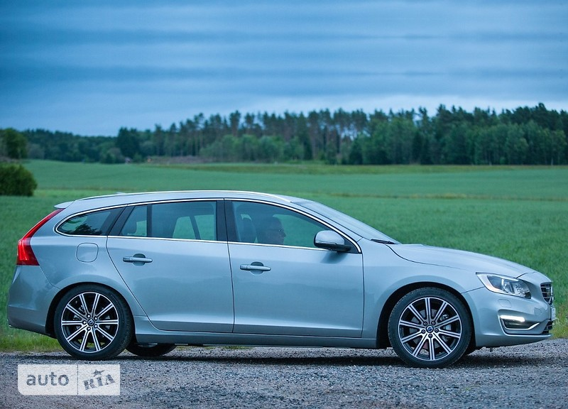 Volvo V60 Cross Country T5 2.0 АT (245 л.с.) AWD Summum