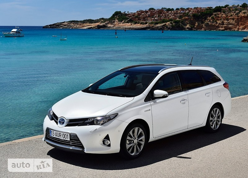 Toyota Auris Touring Sports фото 1