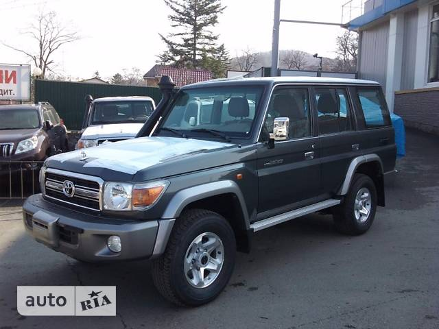 Toyota Land Cruiser 76 фото 1