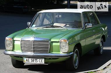 Ретро автомобили Классические Mercedes-Benz W 115 1975
