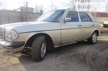 Mercedes-Benz 240 123 1983