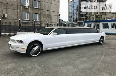 Ford Mustang Limo 2010