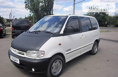 Nissan Serena пасс. 2000