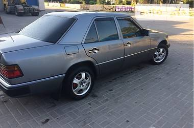Mercedes-Benz E-Class E200 1992